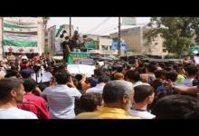 """صورة مظاهرة شعبية حاشدة وسط مدينة إدلب تحت عنوان """" الثورة ما ماتت """""""
