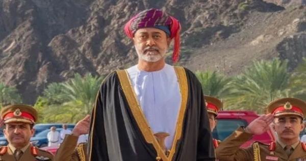 السلطان هيثم بن طارق يلتقي شيوخ ظفار.. دعم قبلي لوقف التمدد السعودي – الإماراتي