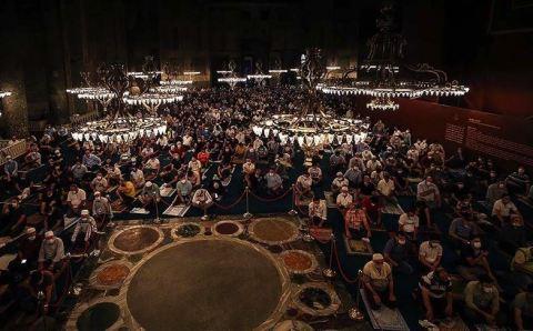 لليوم الثالث.. إقبال كبير على مسجد آيا صوفيا