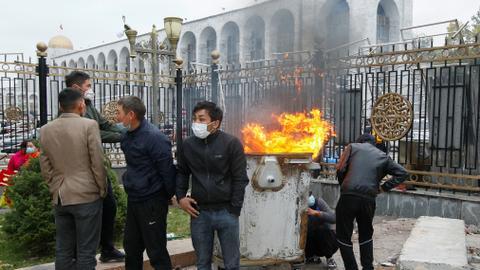 1602013784 9143603 4046 2278 8 32 - استقالات بقرغيزيا إثر احتجاجات عنيفة والأمم المتحدة تدعو للحوار
