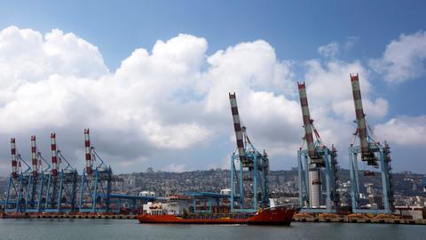 1602082038 8861224 3465 1951 11 241 - التطبيع ينعش اقتصاد إسرائيل.. سفينة شحن إماراتية إلى إسرائيل الاثنين القادم