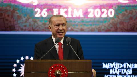 1603718285 9364959 3444 1940 17 376 - أردوغان يدعو الأتراك إلى مقاطعة البضائع الفرنسية على خلفية الإساءة للرسول