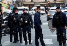 صورة الشرطة الفرنسية تفض بالقوة مظاهرتين نظمهما مواطنون أتراك