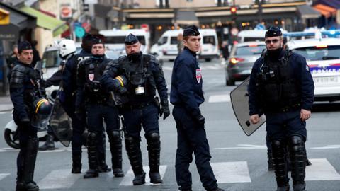 1604038645 1545389 4559 2567 4 282 - الشرطة الفرنسية تفض بالقوة مظاهرتين نظمهما مواطنون أتراك