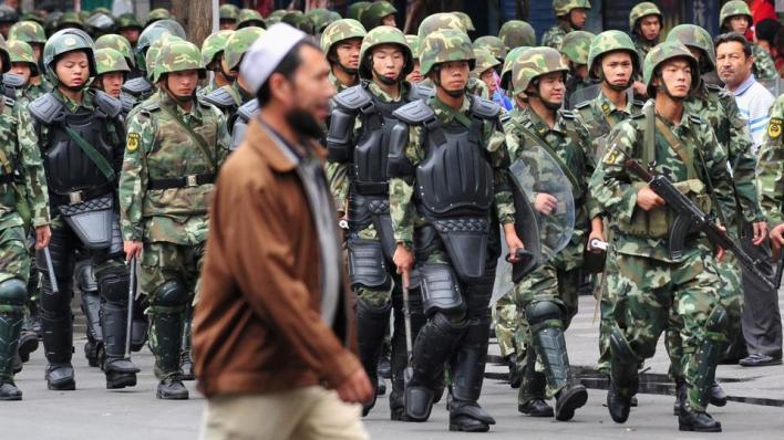 تسيطر الصين على إقليم تركستان الشرقية منذ عام 1949، وهو موطن أتراك الأويغور المسلمين، وتطلق عليه اسم
