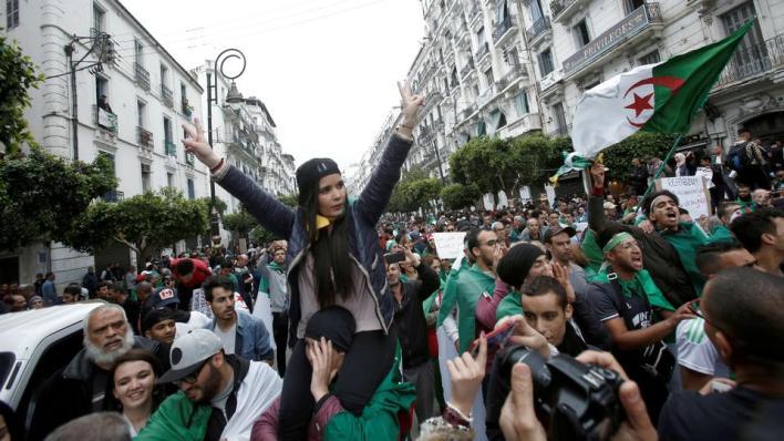 8871552 5643 3178 42 590 - يحدث في الجزائر.. عودة المظاهرات ومعركة حول التعديلات الدستورية