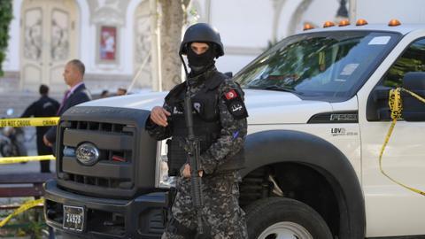 887261 4594 2587 4 500 - هل يمثل قانون زجر الاعتداء على الأمن في تونس تهديداً للحريات والديمقراطية؟