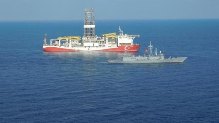 9270558 990 557 4 176 - أردوغان يتفقد سفينة الفاتح للتنقيب في البحر الأسود