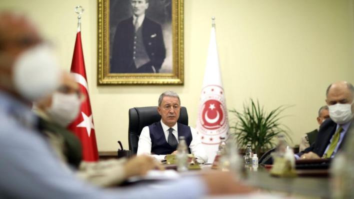 وزير الدفاع التركي يؤكد استعداد بلاده للحوار مع اليونان دون