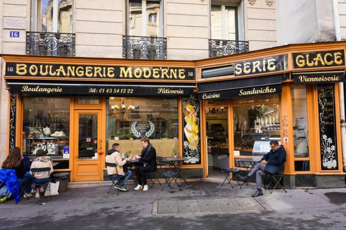 9363348 4197 2803 21 14 - الفكاك من التنميط.. مسلسل Emily in Paris
