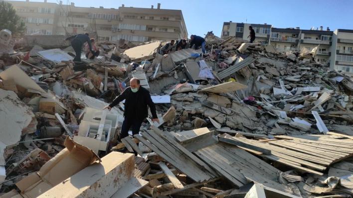 العالم يواصل تضامنه مع تركيا إثر زلزال إزمير