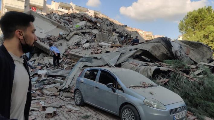 آثار الدمار في إزمير جراء الزلزال