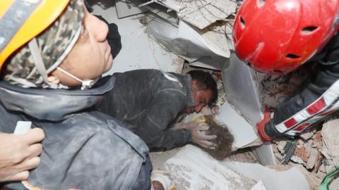 1604393565 9440481 1354 762 12 37 - انتشال الطفلة آيدا من تحت الأنقاض بعد مرور 91 ساعة على زلزال إزمير