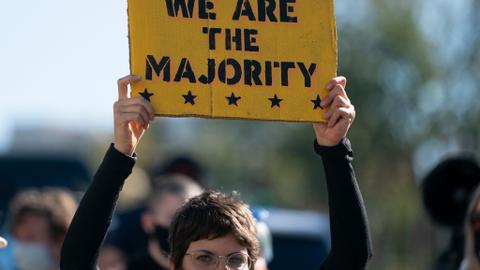 1604516395 9456794 4095 2306 4 390 - عقب إغلاق صناديق الاقتراع.. احتجاجات متفرقة في مدن أمريكية