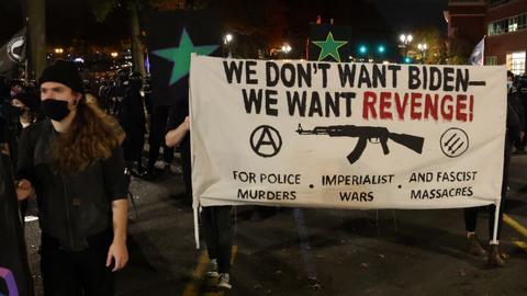 1604573601 9461738 5300 2985 7 150 - مظاهرات وسلاح.. هل تتصاعد الفوضى في أمريكا حال خسارة ترمب؟
