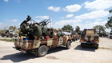 صورة الأطراف الليبية تفتح طريقاً رئيسياً بموجب اتفاق وقف النار