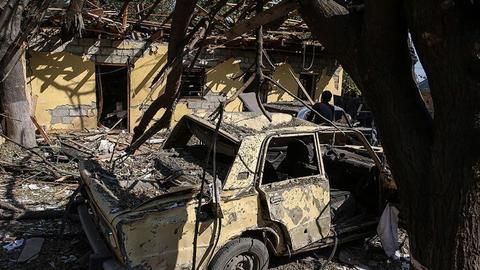 """1605421748 9545628 854 481 4 2 - أرمينيون يحرقون منازل وأشجاراً قبل مغادرة """"كلبجار"""" الأذربيجانية"""