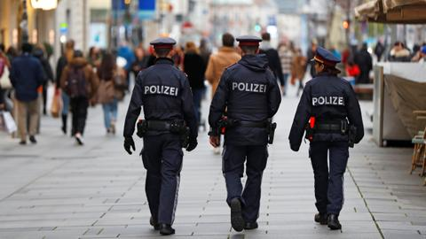 1605556933 9557190 5417 3050 10 591 - مداهمة مؤسسات إسلامية في النمسا.. مكافحة إرهاب أم تغطية فشل أمني؟