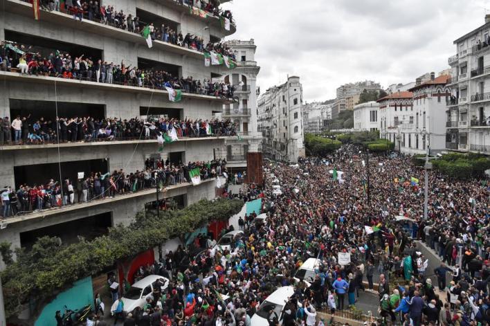 2654481 3960 2635 20 13 - تحديات داخلية وخارجية.. الجزائر في عين العاصفة مع غياب الرئيس تبون