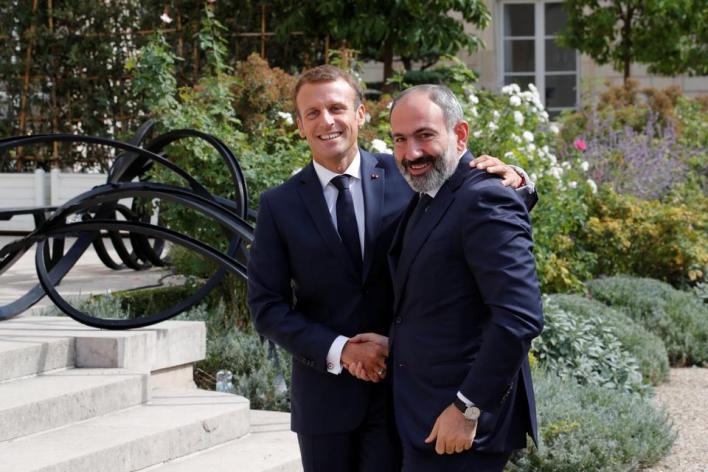 دعمت باريس أرمينيا التي بدأت اعتداءً عسكرياً دموياً في 27 سبتمبر/أيلول الماضي
