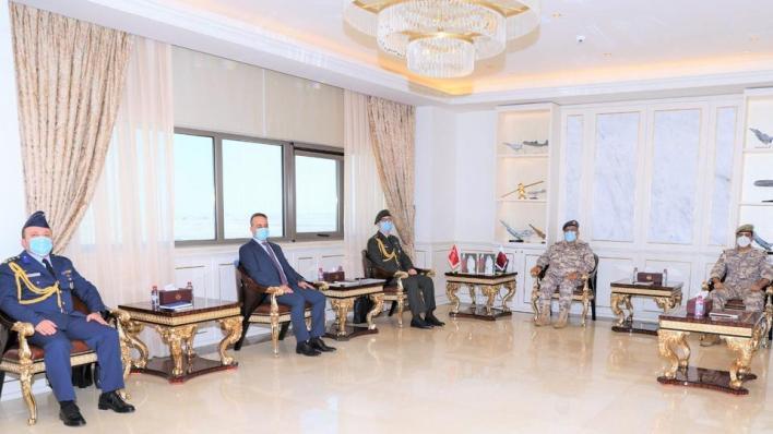 رئيس الأركان القطري يستقبل المسؤول العسكري التركي بالدوحة بوراق شتين لبحث العلاقات العسكرية بين الجانبين