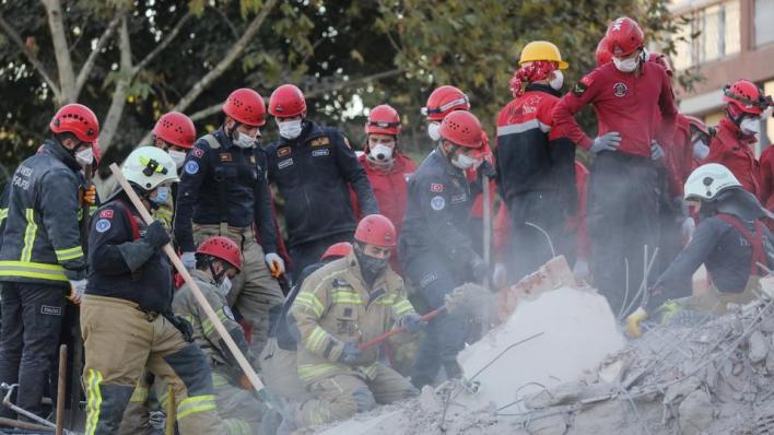 9432907 2923 1646 13 181 - ارتفاع عدد ضحايا زلزال إزمير إلى 85