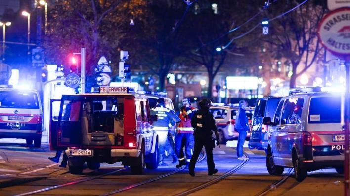 """9437327 4128 2324 19 401 - كيف واجه ثلاثة أبطال مسلمين الإرهاب في """"فيينا""""؟"""