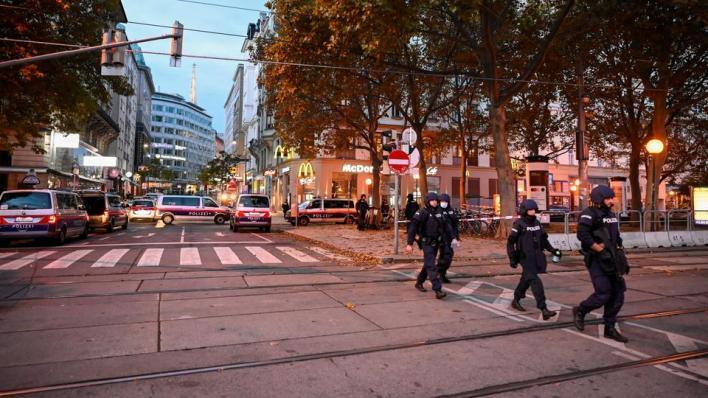 وزارة الداخلية النمساوية تعلن مقتل 4 أشخاص جرّاء الهجوم الذي شهدته فيينا بالإضافة إلى أحد منفّذي الهجوم