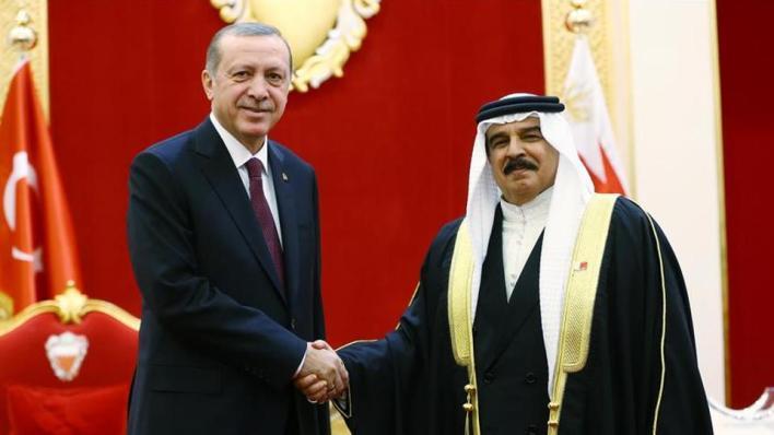 الرئيس التركي وملك البحرين في لقاء سابق