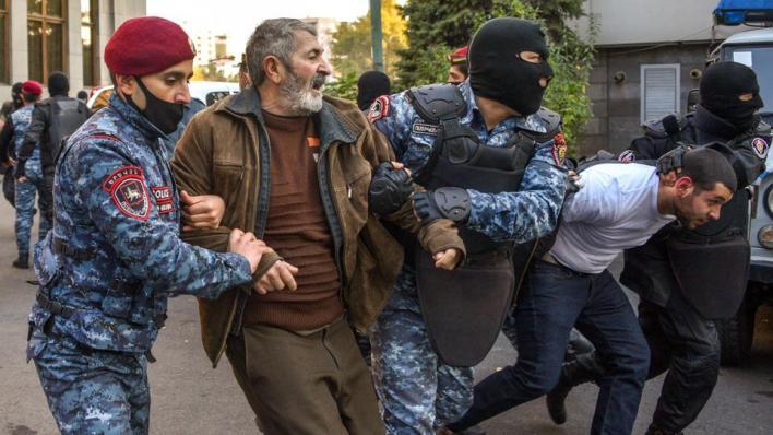 الشرطة الأرمينية تقمع مظاهر احتجاجية ضد الاتفاق في