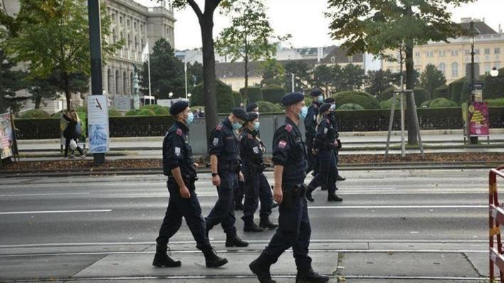 مداهمات الشرطة النمساوية عشرات المنازل على خلفية توقيف 30 مسلماً تثير ردود فعل غاضبة