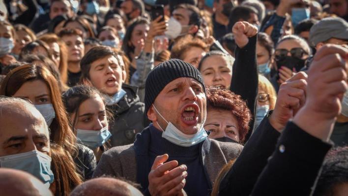 الهزيمة في قره باغ تشعل احتجاجات عنيفة في أرمينيا