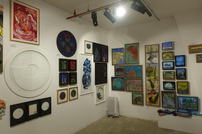 جانب من اللوحات المعروضية في معرض Istanbul Step