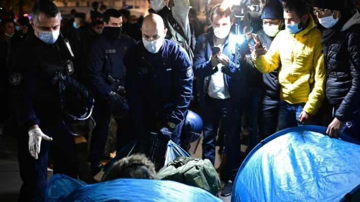 اعتبرت مفوَّضة حقوق الإنسان في المجلس الأوروبي طريقة تدخُّل الشرطة ضد اللاجئين في باريس