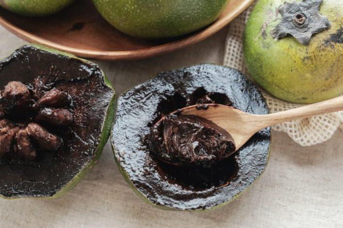 الأسود - 10 من أغرب أنواع الفواكه حول العالم بالصور وأسمائها.. اضغط على الصورة لترى المزيد