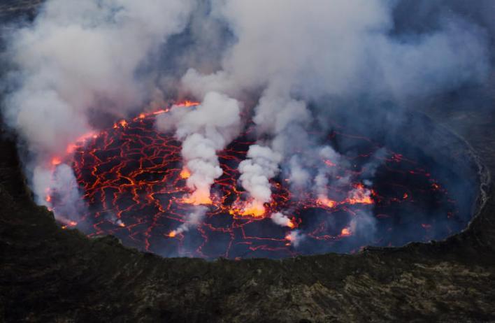 121 172128 world top most active volcanoes 5 - أخطر وأغرب 5 براكين نشطة في العالم بالصور ومغامر يغوص في أعماق بركان ثائر بالفيديو