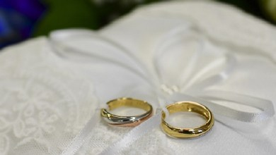 صورة أغرب طريقة يتبعها عروسان للحصول على هدايا الزفاف بسبب كورونا
