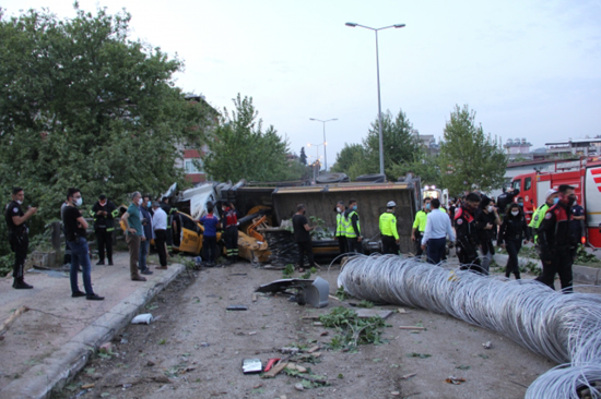 89c35174 69d6 4b63 8bed 9103d7701a73 X9MX2 - شاهد بالصور قتلـ.ـى وجرحـ.ـى إثر حـ.ـادث مـ.ـريع في ولاية تركية
