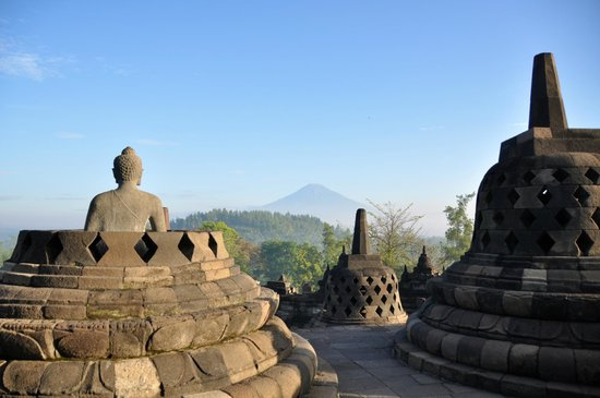 Candi Borobudur (foto TriapAdvisor)