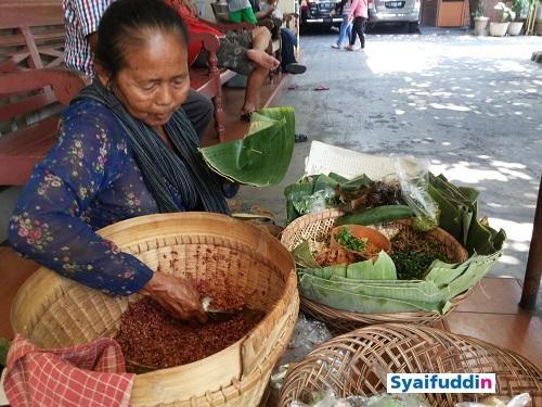 Nasi Merah Pembeda Pecel Mbok Suti (foto dokpri)