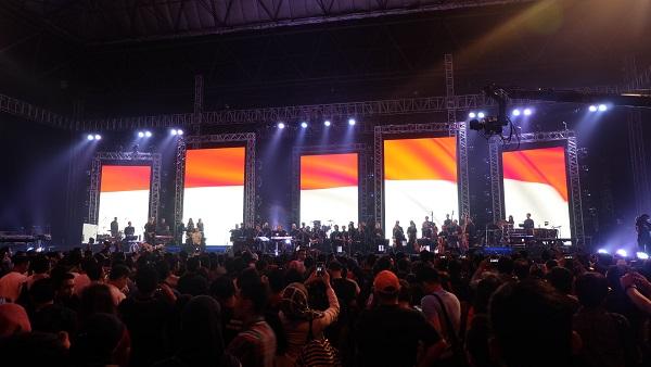 Indonesia Raya di Konser Yonder (foto koleksi pribadi)