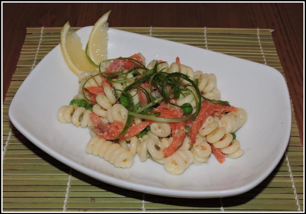 Smoked-Salmon-Pasta-Salad