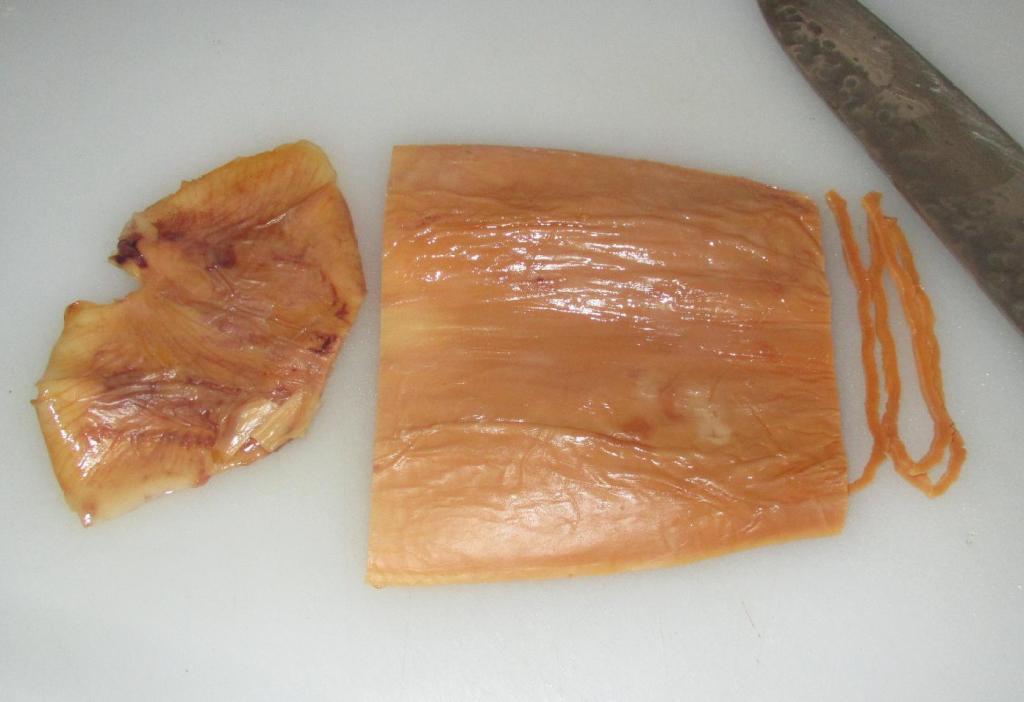 Preparing the Dried Squid