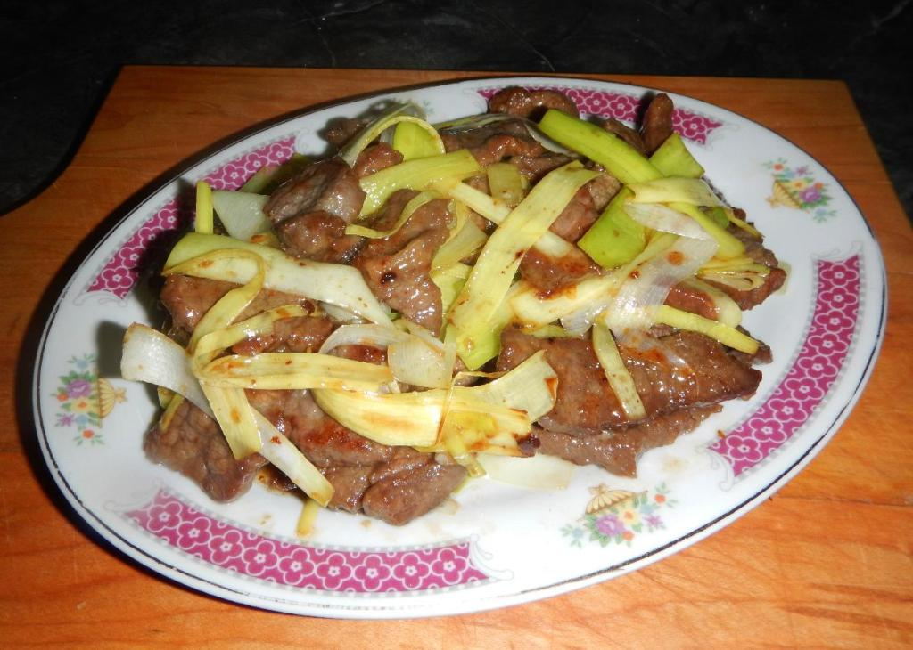 Beef Stir-fried with Leek