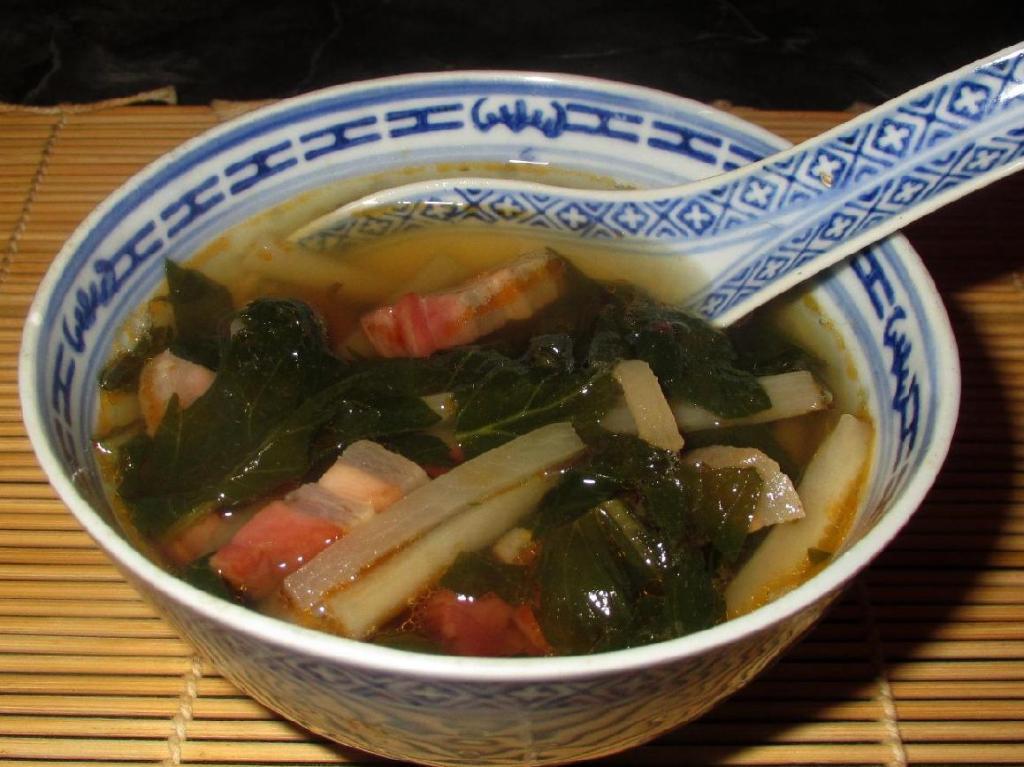 Preserved Pork Belly and Daikon Soup - 五花臘肉萝卜湯