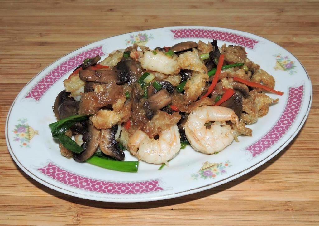 Fish Maw Stir-fried with Shrimp and Mushrooms