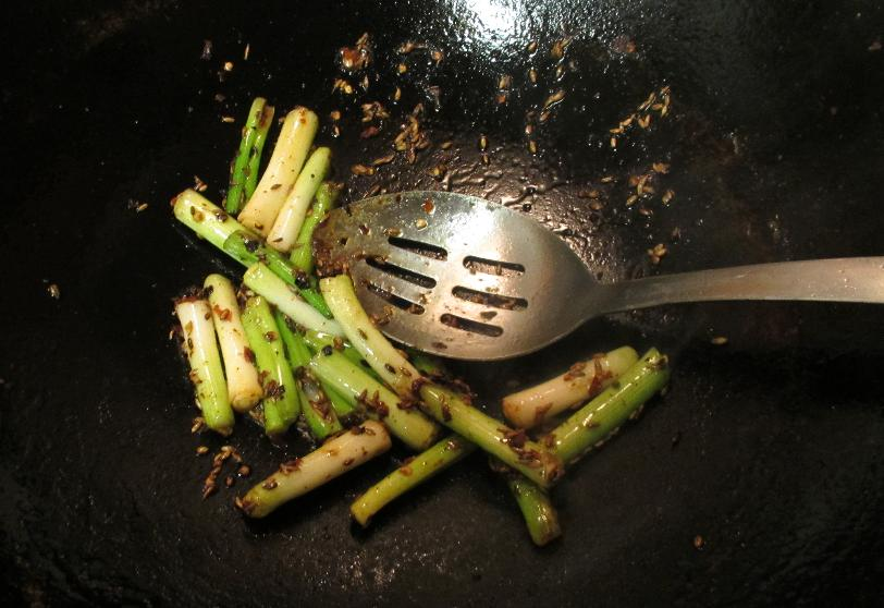 Frying the Aromatics for Beef with Cumin and Scallion
