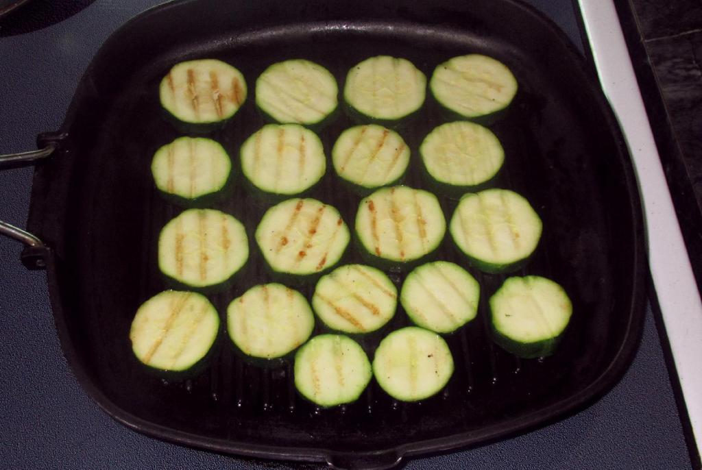 Grilling Zucchini slices