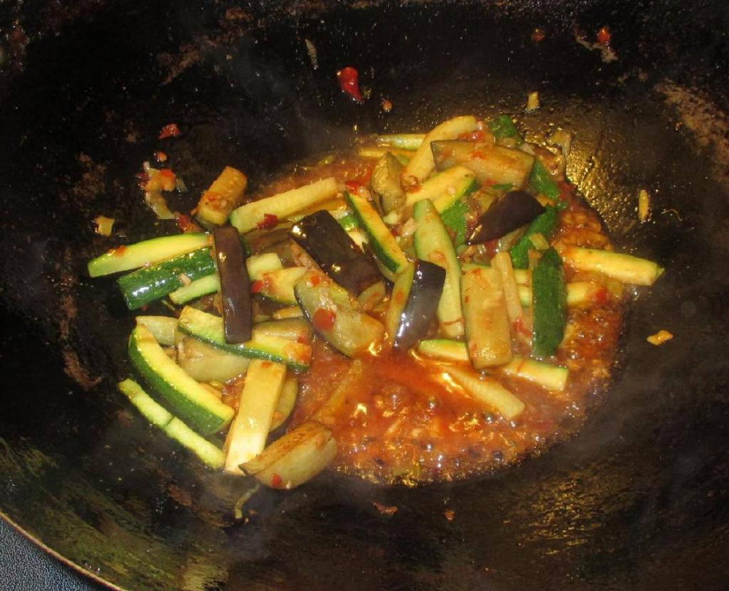 Finishing Yu Xiang Eggplant - 魚香茄子
