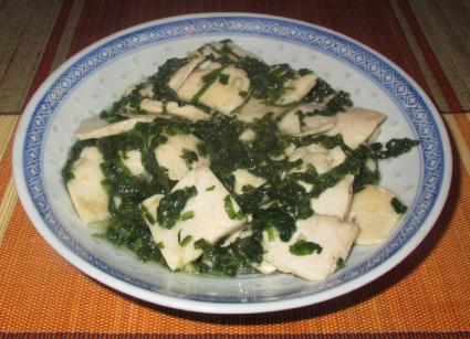 Chicken with Daikon Greens (萝卜缨炒鸡片)